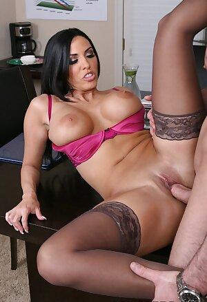 Curvy office MILF Veronica Rayne rides boss\'s dick