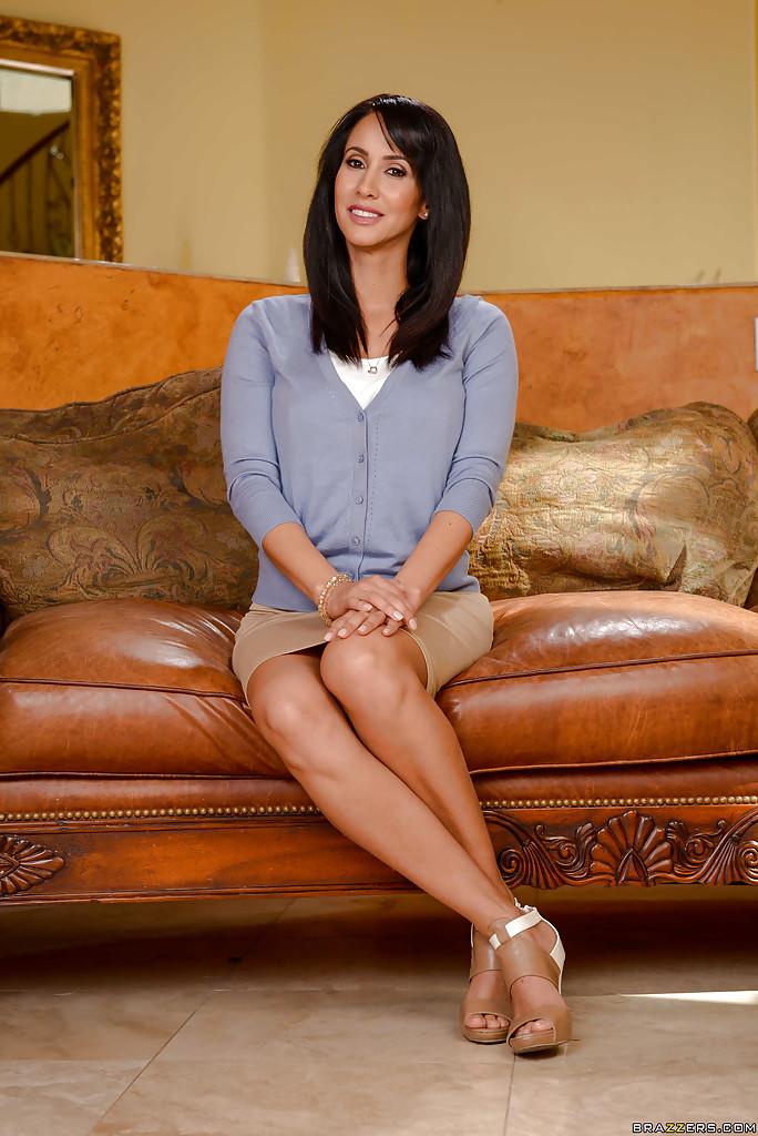 Latina MILF Isis Love spreads shapely legs - HotMilfPics.net