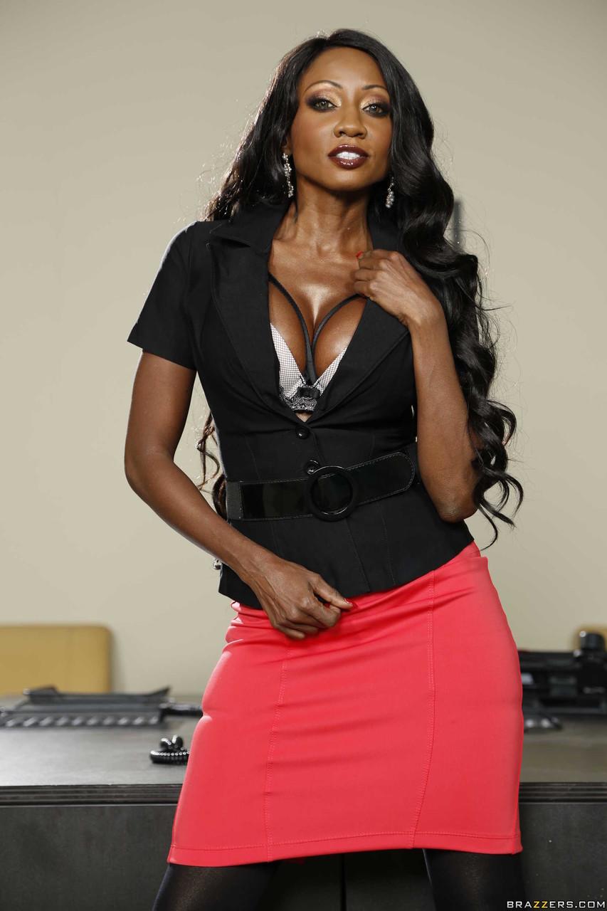 Nude black MILF pornstar Diamond Jackson - HotMilfPics.net